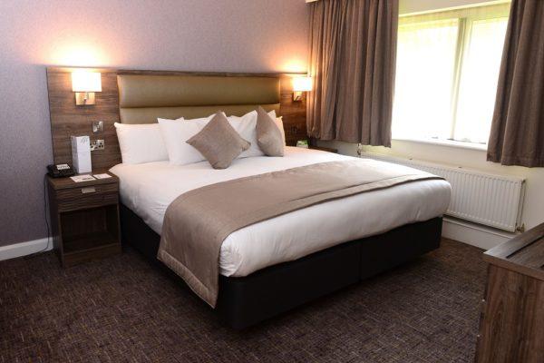 036 Suite Room - Bedroom - Holiday Inn Telford Ironbridge