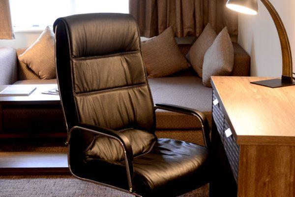 038 Suite Room - Desk Area- Holiday Inn Telford Ironbridge