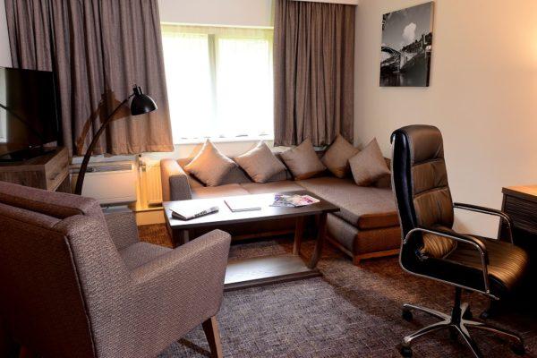 043 Suite Room-Living Room - Holiday Inn Telford Ironbridge